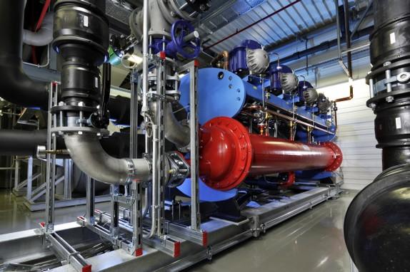 Heizen und Kühlen mit Umweltenergie ist ein wesentlicher Faktor des Energieeffizienzkonzepts für das Firmengebäude der Pfizer Manufacturing Deutschland GmbH.