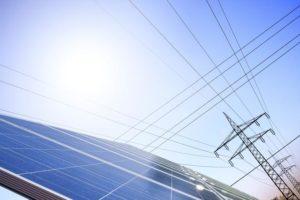 Strom aus Photovoltaik-Anlagen in Stromleitungen, Quelle: relatio Unternehmensgruppe