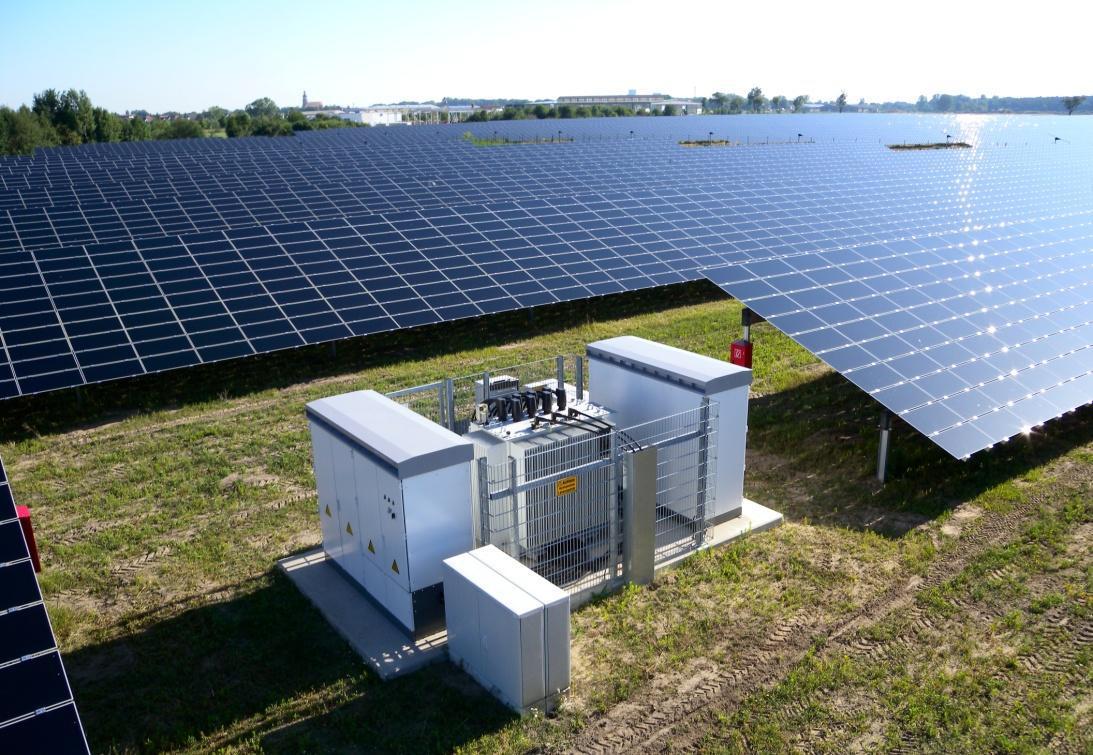 Wechselrichterstation in einem netzstabilisierenden Freiflächen- Solarkraftwerk, Quelle: Belectric