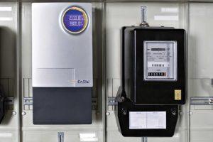 Moderner Smart-Meter neben altem Stromzähler, Quelle: EnBW
