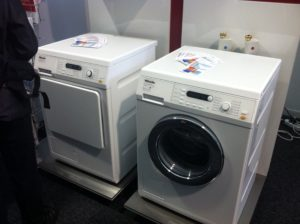 Wäschetrockner mit Heizungsanschluss und Waschmaschine mit Warmwasseranschluss