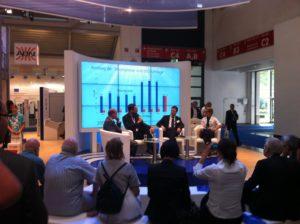 Diskussion am Stand von Kaco New Energy mit Volker Quaschnig auf der Intersolar 2012