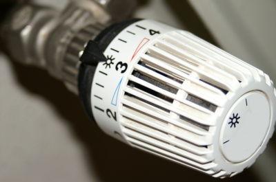 Heizungssteuerung kann heute intelligenter sein als das bekannte Thermostat, Bild: Stephanie Hofschlaeger / pixelio.de