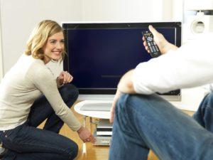 Beim Kauf eines neuen Fernsehgerätes muss man beim Stromverbrauch genauer hinsehen