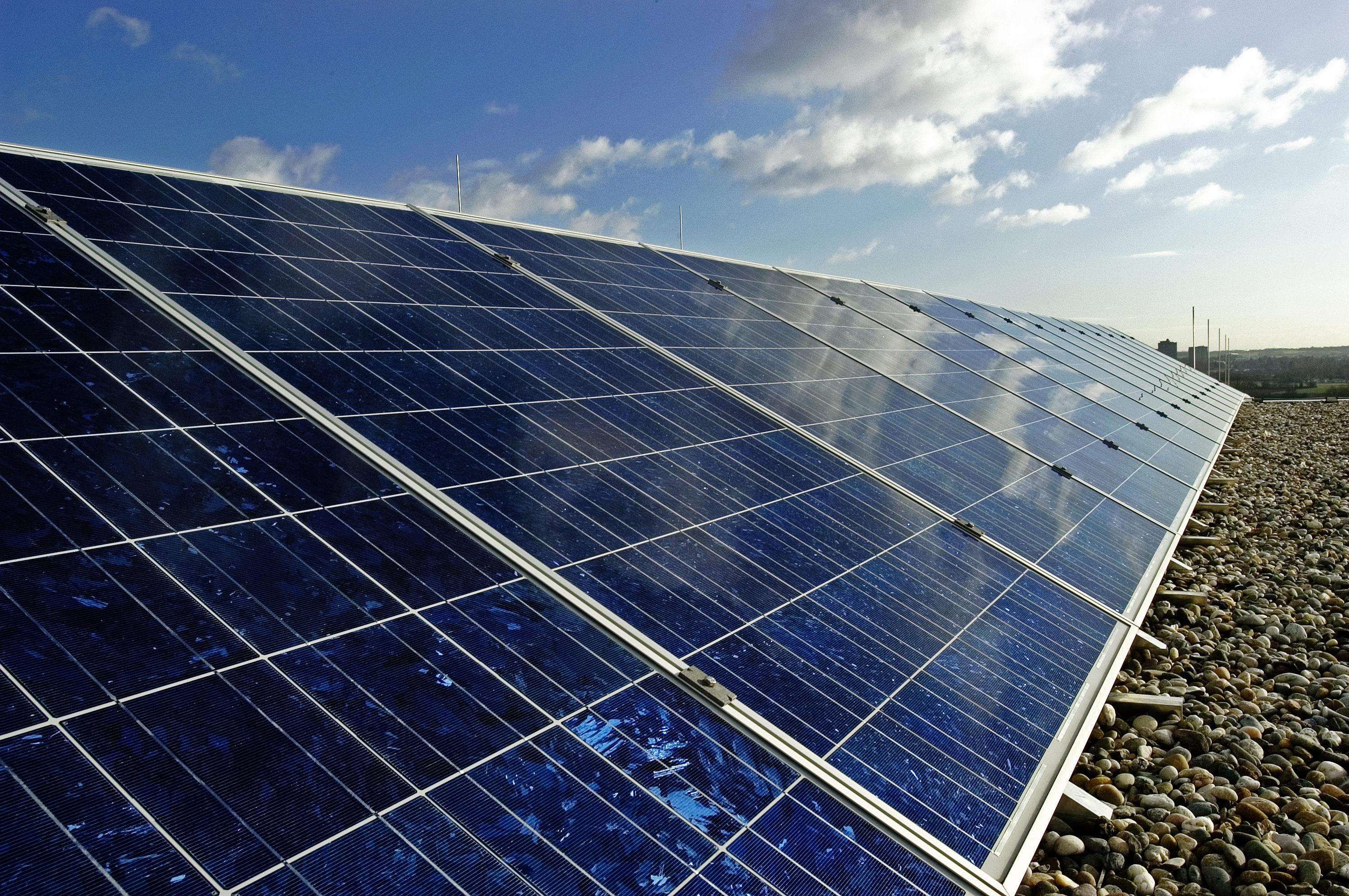 Solarenergie - Mainova-Anlage auf der Riedbergschule, Quelle: Mainova