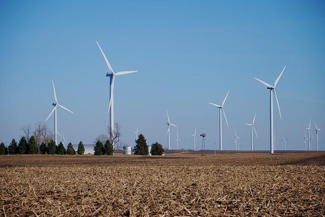 Windenergie-Anlagen auf dem Land, Quelle: pixabay