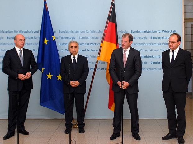 Staatssekretär Stefan Kapferer (2.v.r.), mit Dr. Fatih Birol, Internationale Energieagentur (2.v.l.), Dr. Peter Blauwhoff, Deutsche Shell Holding GmbH (links) und Prof. Dr. Ottmar Edenhofer, Potsdam-Institut für Klimafolgenforschung (rechts) ©BMWI