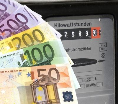 Stromkosten, Quelle: Thorben Wengert / pixelio.de