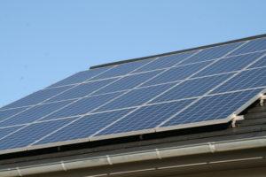 PV-Module auf dem Dach des Energieplus-Massivhauses, Foto: Andreas Kühl