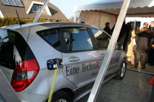 Elektroauto im Solar-Carport, Foto: Andreas Kühl