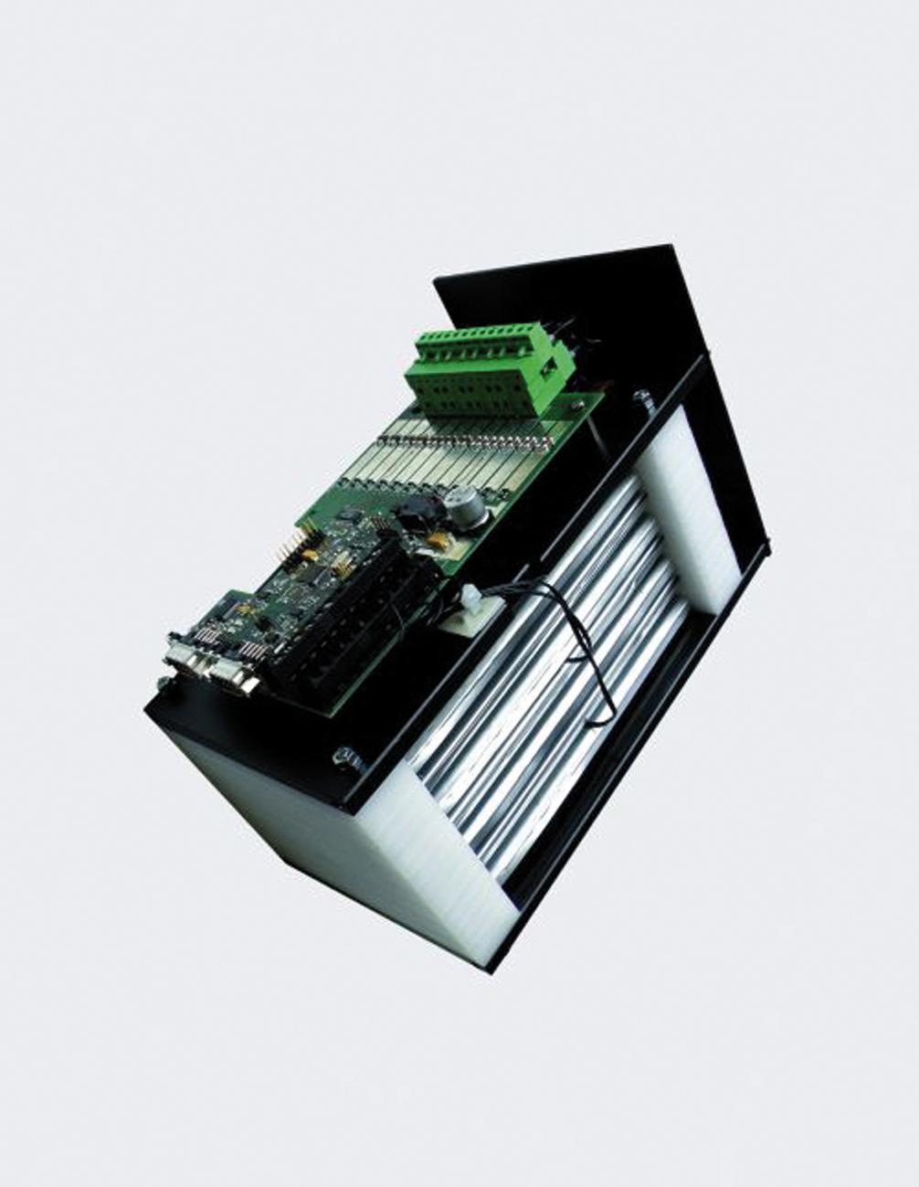 Lithium-Ionen-Batteriemodul mit (elektronischem) Batteriemanagement. Das Fraunhofer ISE entwickelt Speichersysteme für Solarstrom, deren Lebensdauer jener von Photovoltaikanlagen angepasst ist. ©Fraunhofer ISE