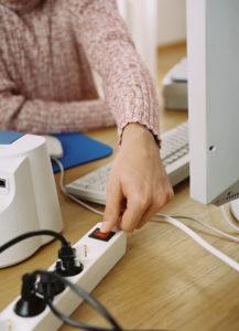 Schaltbare Steckdosenleiste verhindert unnötigen Stand-by-Verbrauch, Quelle: dena
