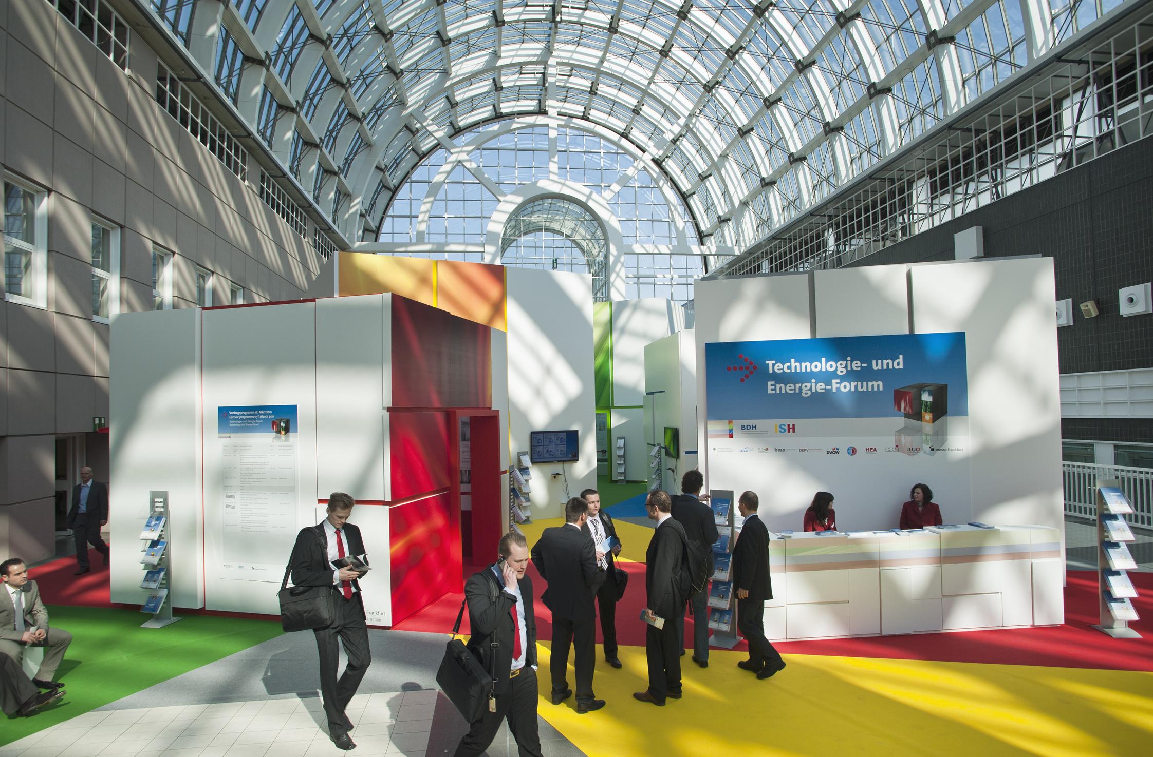 Heizungsindustrie mit umfangreichem Vortragsprogramm und großer Ausstellung auf der ISH 2013
