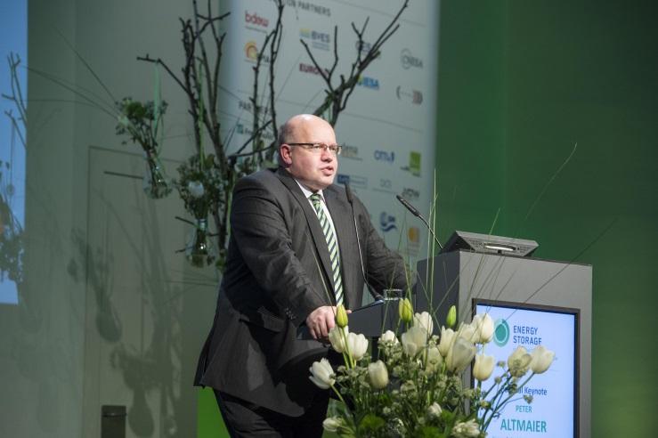 Bundesumweltminister Altmaier auf der Messe Energy Storage in Düsseldorf
