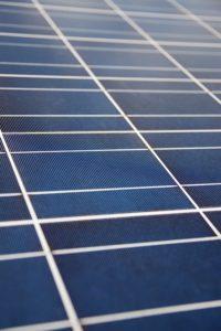 Photovoltaik-Module für den Balkon brauchen Anschluss durch einen Fach-Installateur