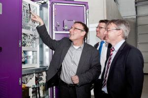 Erster kommerzieller Batteriepark zur Sicherung der Netzstabilität wird Mitte 2014 in Betrieb gehen