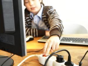 Den Stromverbrauch von Settop-Box, Modem und Router um einen Drittel reduzieren
