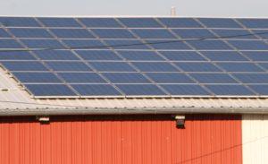 Dach mit Photovoltaik-Anlage, Foto: Andreas Kühl