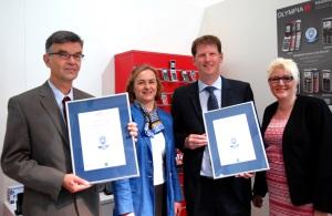 Der Blaue Engel für zwei Großtastentelefone von Olympia: Dr. Ulf Jaeckel, Bettina Uhlmann (Umweltbundesamt), Sven Elvert, Beate Rauls (Olympia) (v.l.n.r), Foto: Blauer Engel