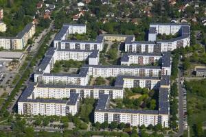 Gelbes Viertel in Berlin-Hellersdorf, Mehrfamilienhäuser von Stadt und Land mit PV-Anlagen. Quelle: Lichtblick AG