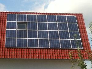 Photovoltaikanlage auf einem Einfamilienhaus, Foto: Andreas Kühl