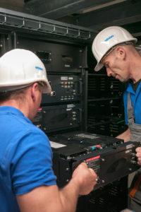 Anlieferung und Installation der ersten Akkus im WEMAG-Batteriepark Schwerin Lankow, Foto: WEMAG AG