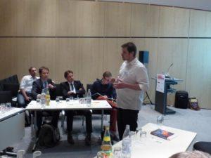 Gute Diskussion beim Open-Table auf den Berliner Energietagen 2014, Foto: Andreas Kühl
