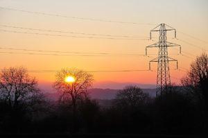 Stromnetz im Sonnenuntergang