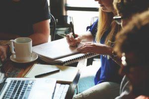 Zusammenarbeit im Startup-Team, Foto: pixabay/ startupstockphotos