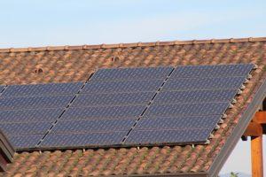 Photovoltaik-Aufdachanlage, Foto: pixabay/ sferrario1968