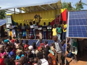 Erste mobile Solarstromversorgung mit Solarcontainter in Afrika in Betrieb