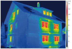 Mit einem ThermografieCheck die Wärmeverluste des Hauses sichtbar machen